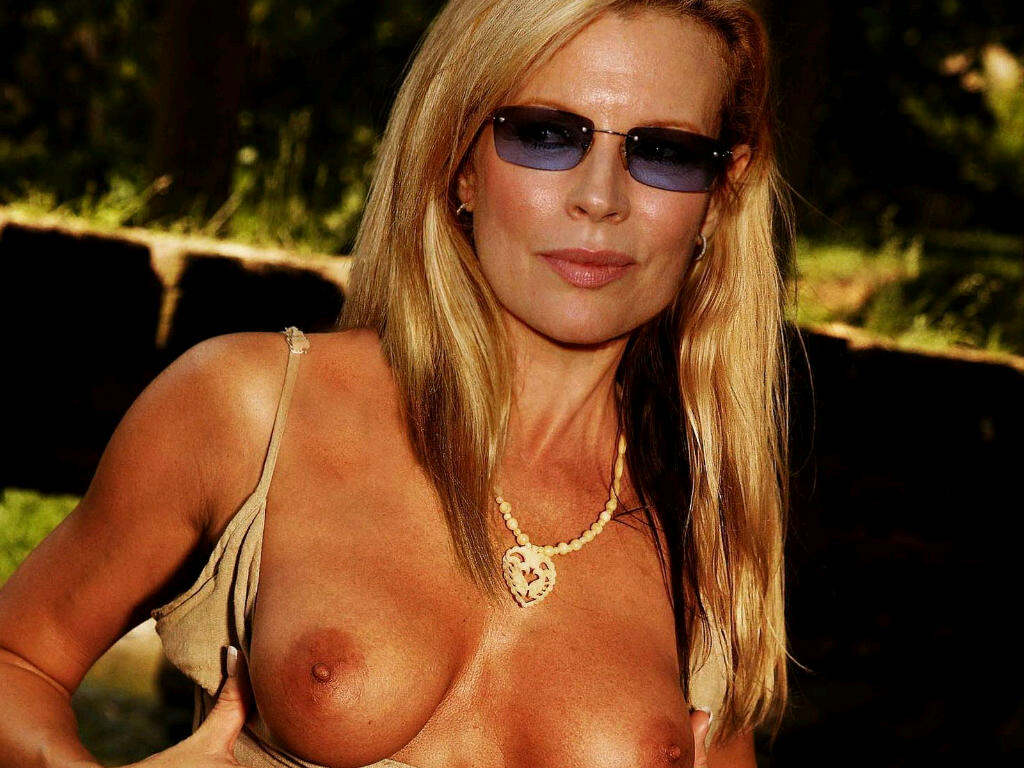 Kim Basinger Nude Pictures